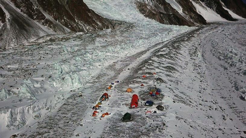 Na zdjęciu z drona, baza polskiej wyprawy narodowej na K2 w Karakorum /PAP