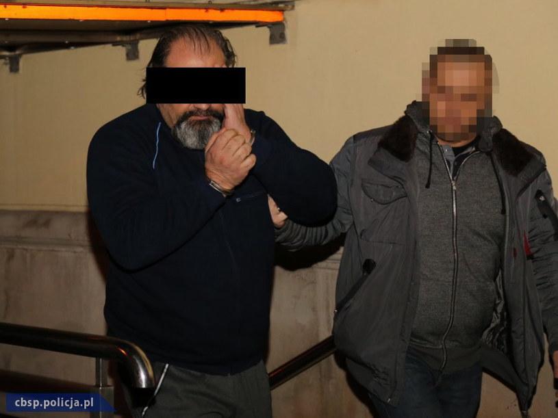 """Na zdjęciu zatrzymany Arkadiusz Ł. ps. Hoss, uchodzący za twórcę metody oszustw """"na wnuczka"""" /CBŚP /PAP"""