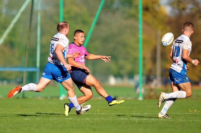Na zdjęciu zawodnik Ogniwa (różowa koszulka) i Juvenii /Krzysztof Porebski / PressFocus /Newspix