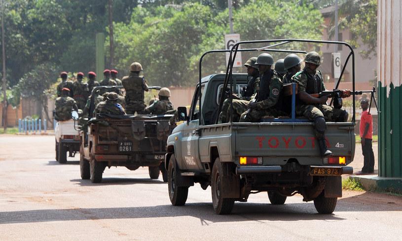 Na zjdęciu żołnierze patrolujący okolice Bangui /SIA KAMBOU /AFP