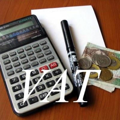 Na zwrot części VAT zawartego w cenie materiałów budowlanych inwestorzy będą mieć cztery miesiące /INTERIA.PL