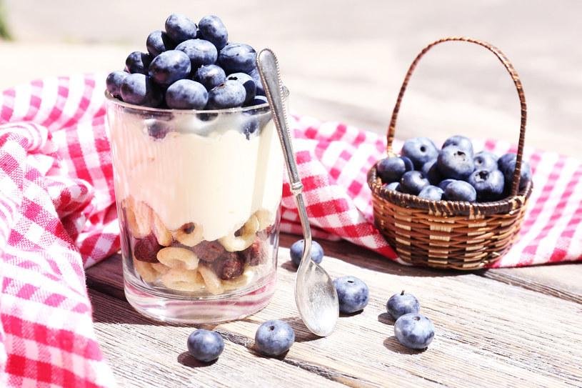 Nabiał staraj się jeść w słoneczne dni - witamina D przyspiesza wchłanianie wapna /123RF/PICSEL