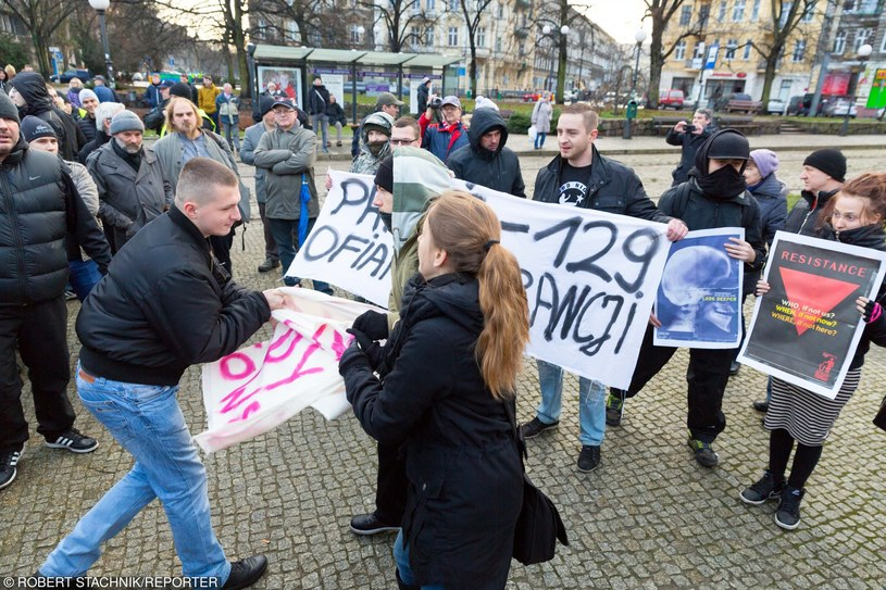 Nacjonaliści zaatakowali manifestujących /Robert Stachnik /Reporter
