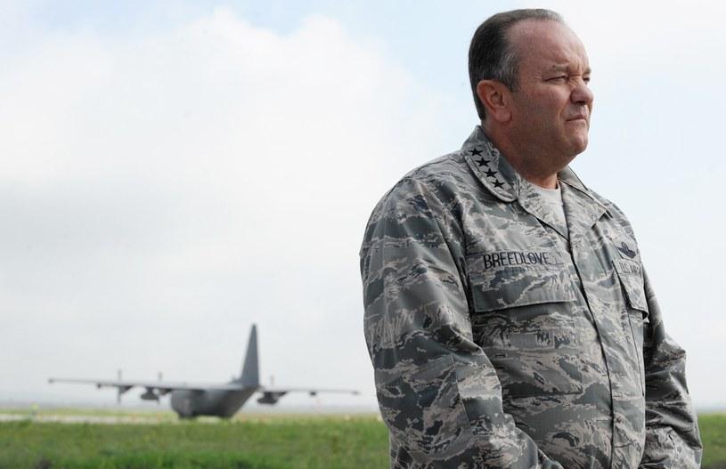Naczelny dowódca sił NATO w Europie, amerykański generał Philip Breedlove. /AFP