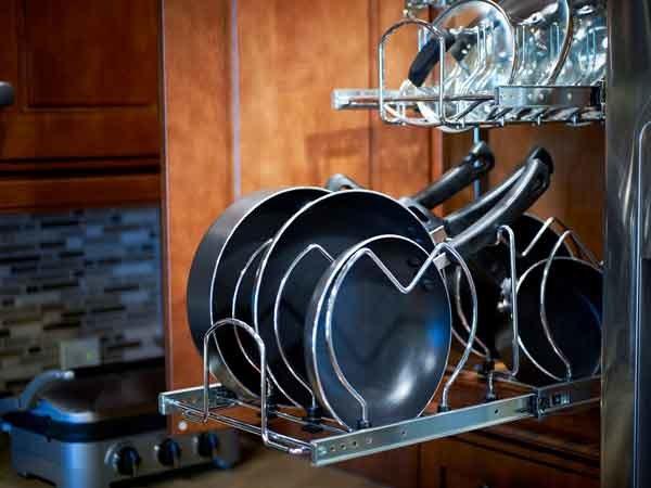 naczynia kuchenne czyszczenie /© Photogenica