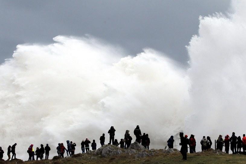 Nad Hiszpanią szaleje huraganowy wiatr. /ALBERTO MORANTE /PAP/EPA
