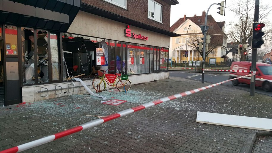 Nad ranem sprawcy wysadzili bankomat w Meppen /Nord-West-Media Tv /PAP/EPA