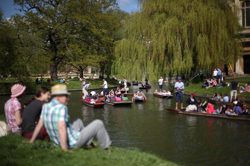 Nad rzeką Cam można odpoczywać w różnorodny sposób /Getty Images/Flash Press Media