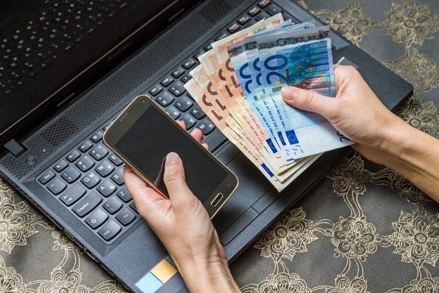Nadchodzi czas mobilnych płatności /©123RF/PICSEL