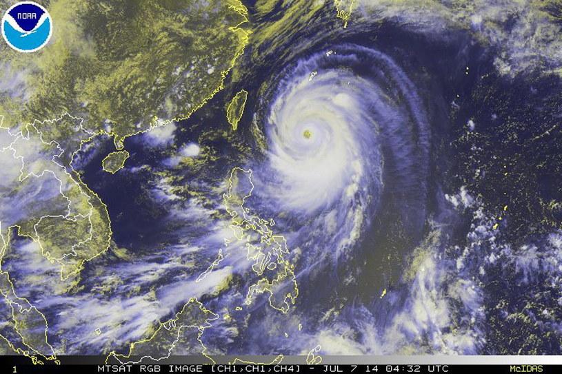 Nadciąga tajfun /PAP/EPA