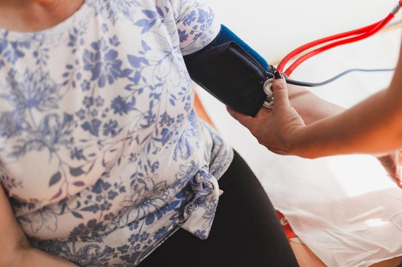Nadciśnienie tętnicze np. sprzyja występowaniu miażdżycy, może skutkować przewlekłą chorobą nerek /123RF/PICSEL