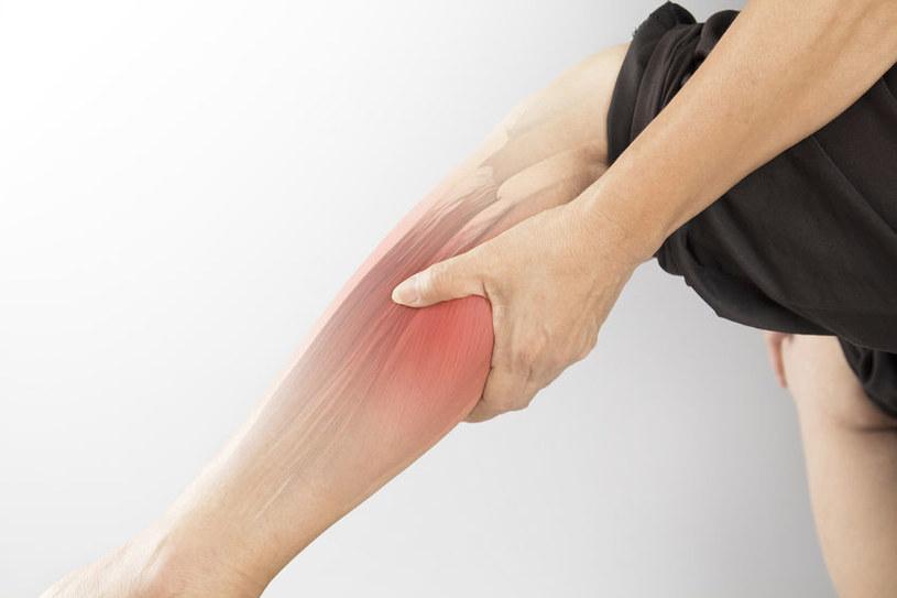 Naderwany mięsień sprawia bardzo ostry i silny ból /123RF/PICSEL