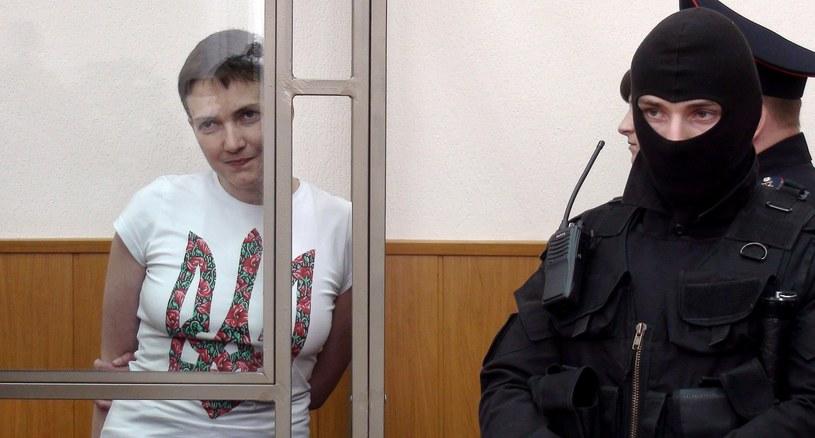 Nadia Sawczenko czeka na wyrok rosyjskiego sądu /AFP