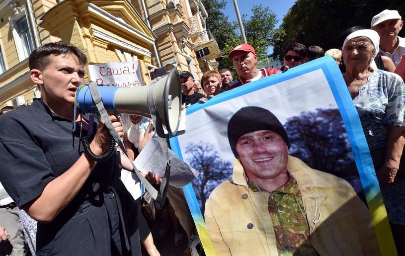 Nadija Sawczenko z rodzinami więzionych Ukraińców /AFP