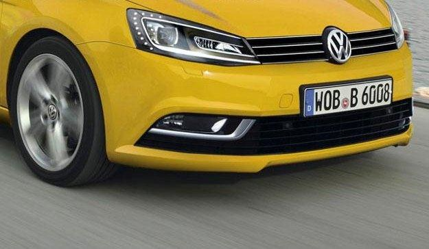 Nadjeżdża nowy vw golf /