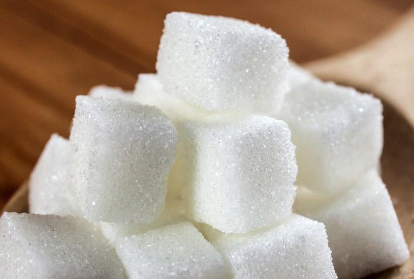 Nadmiar cukru w diecie szkodzi. I to bardzo /123RF/PICSEL