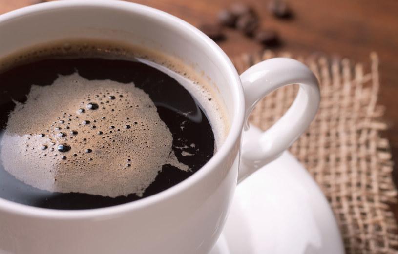 Nadmiar kawy w diecie sprzyja m. in. odwodnieniu /123RF/PICSEL