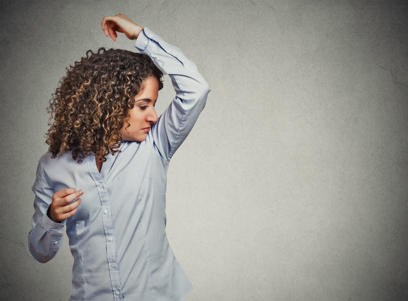 Nadmierna potliwość dokucza kobietom w każdym wieku! /123RF/PICSEL