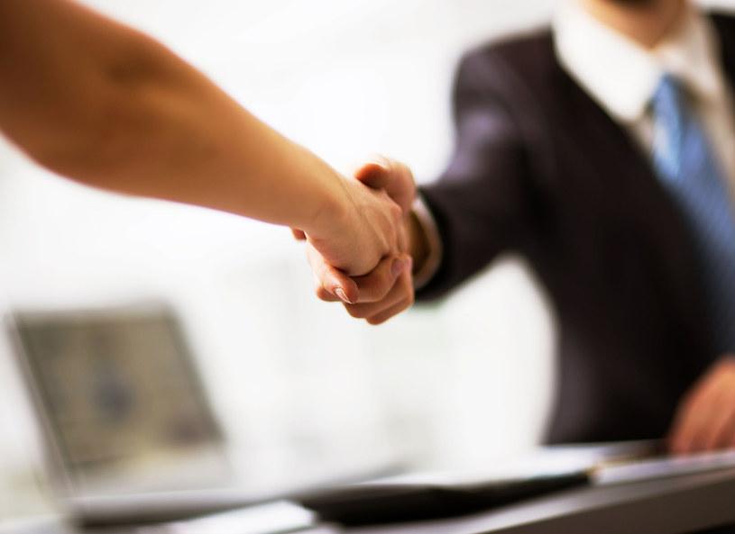 Nadmierna potliwość powoduje kompleksy i utrudnia codzienne kontakty z innymi ludźmi /123RF/PICSEL