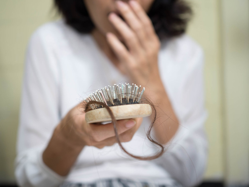 swędząca skóra głowy łupież i wypadanie włosów
