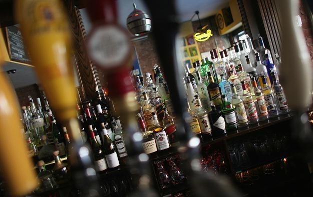 Nadużywanie alkoholu przyczynia się do ponad 60 różnych rodzajów schorzeń i urazów /AFP