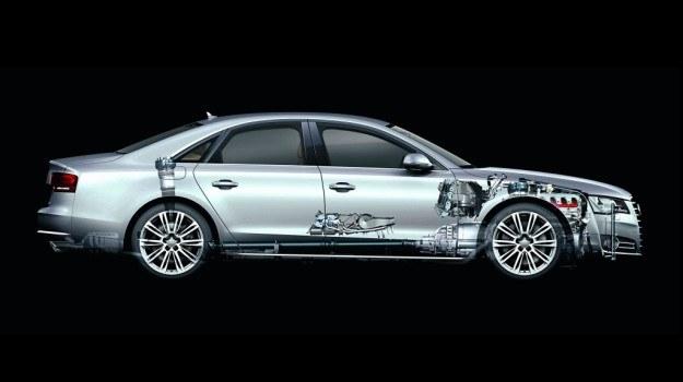 Nadwozie A8 wykonano z 13 gatunków aluminium. Efekt? Topowa wersja waży zaledwie 1835 kg. /Audi