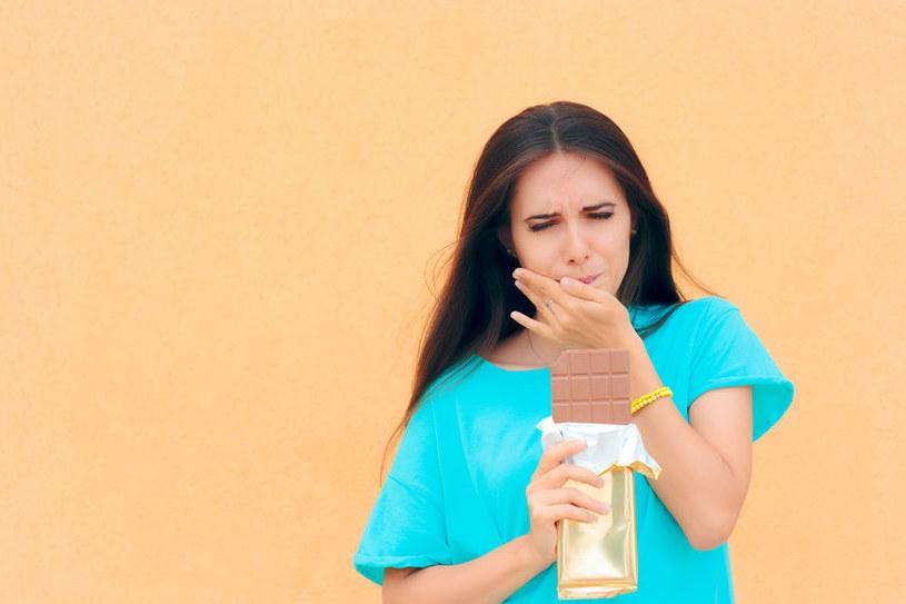 Nadwrażliwość zębów na słodkie produkty /123RF/PICSEL