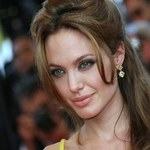 Naga Angelina Jolie  pomogła spamerom