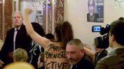 Nagi protest Femen zakłócił konferencję Marine Le Pen. Prawicowa kandydatka na prezydenta Francji chwaliła Trumpa i Rosję