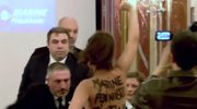Nagi protest zakłócił konferencję Marine Le Pen