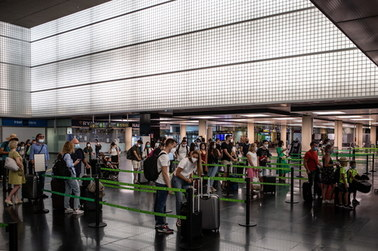 Nagła decyzja Wielkiej Brytanii: Od dziś przyjeżdżający z Hiszpanii muszą odbyć kwarantannę