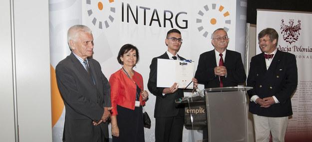Nagroda dla dr inż Jacka Tutaka oraz urządzenie do rehabilitacji ręki Szymona Guraka z Politechniki Rzeszowskiej /INTERIA.PL