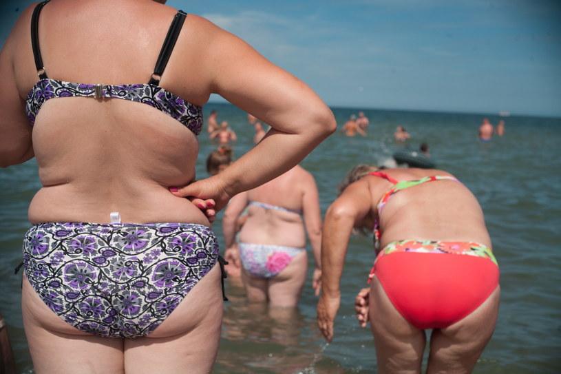 Nagrzane ciała wczasowicze chłodzili w wodach Bałtyku / Grzegorz Klatka /Agencja FORUM