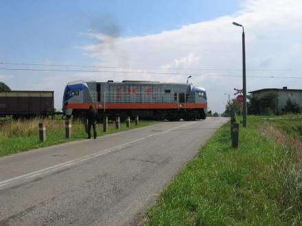 Najbardziej niebezpiecznie jest na niestrzeżonych przejazdach kolejowych/fot. M. Juzek /RMF