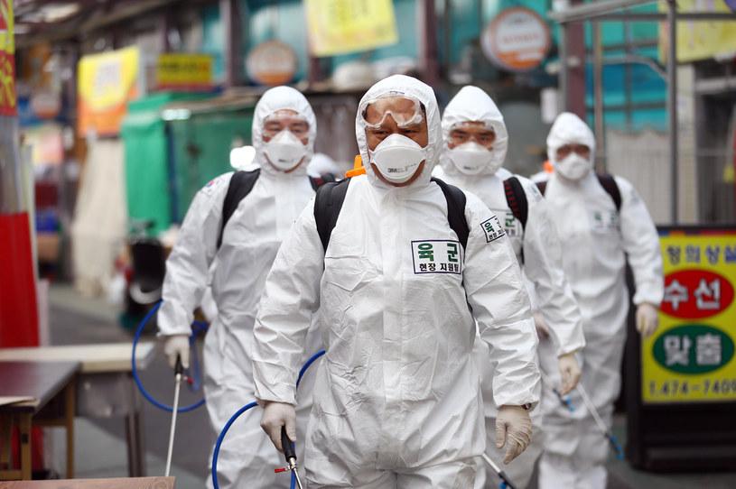 Najbardziej niepokojąca jest epidemia w Korei Płd. /AFP