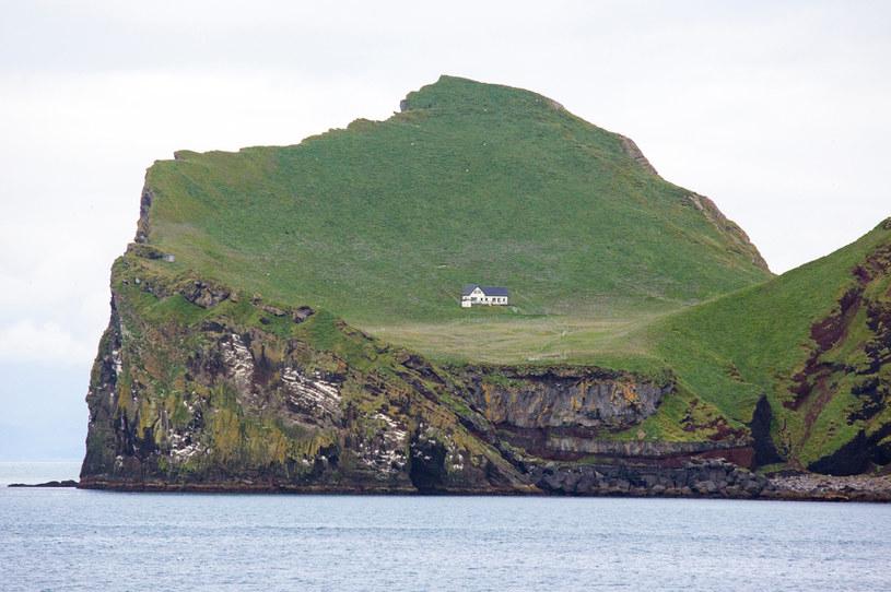 Najbardziej samotny dom na świecie znajduje się na wyspie Ellidaey /123RF/PICSEL