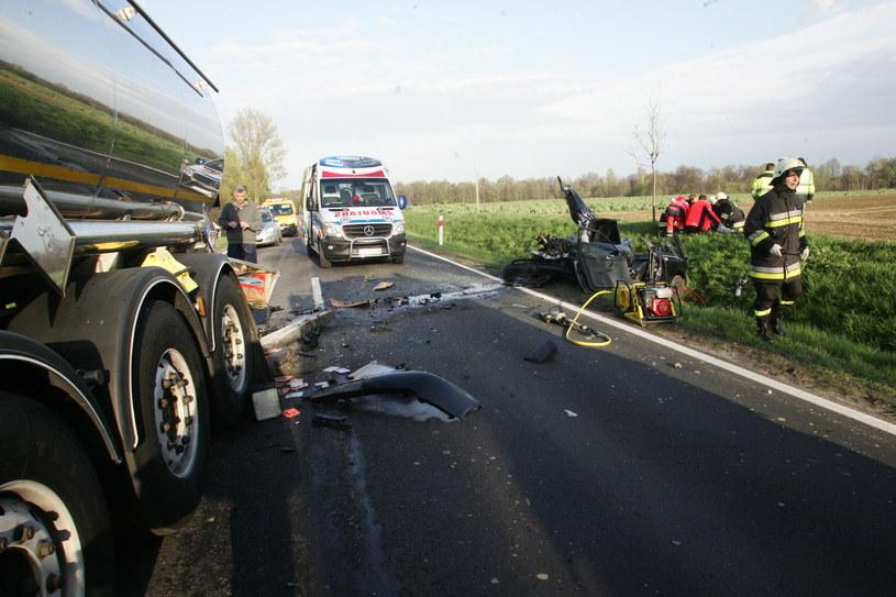 Najbardziej śmiercionośne są drogi z jedną jezdnią dwukierunkową, gdzie są skrzyżowania, przejścia dla pieszych /PIOTR KRZYZANOWSKI/POLSKA PRESS GRUPA /East News