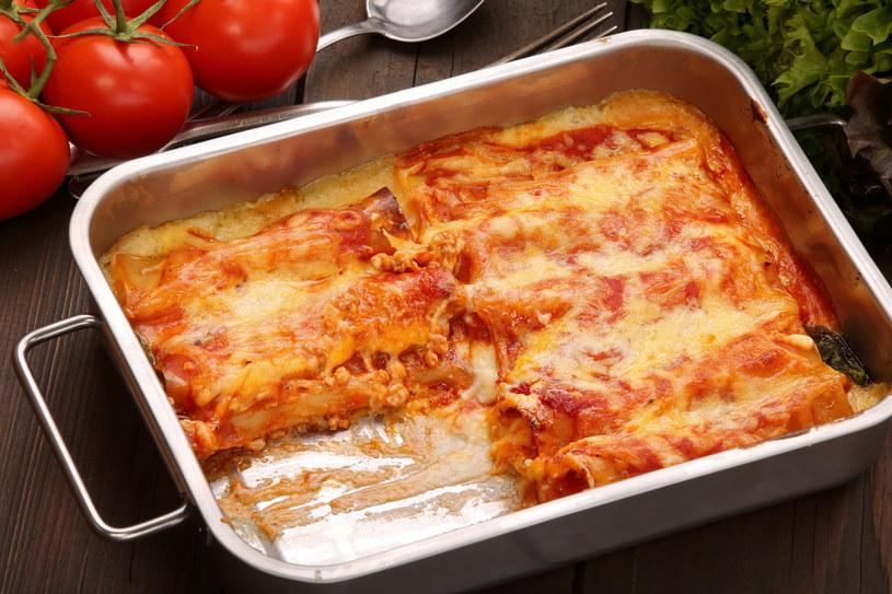 Najbardziej tradycyjny wariant to rurki z mięsem mielonym i sosem pomidorowym /123RF/PICSEL