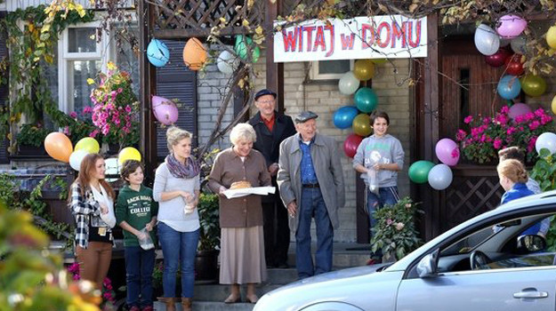 Najbliżsi Ewy przygotowali jej wzruszające powitanie. Łzom szczęścia i przytulaniom nie będzie końca! /www.mjakmilosc.tvp.pl/
