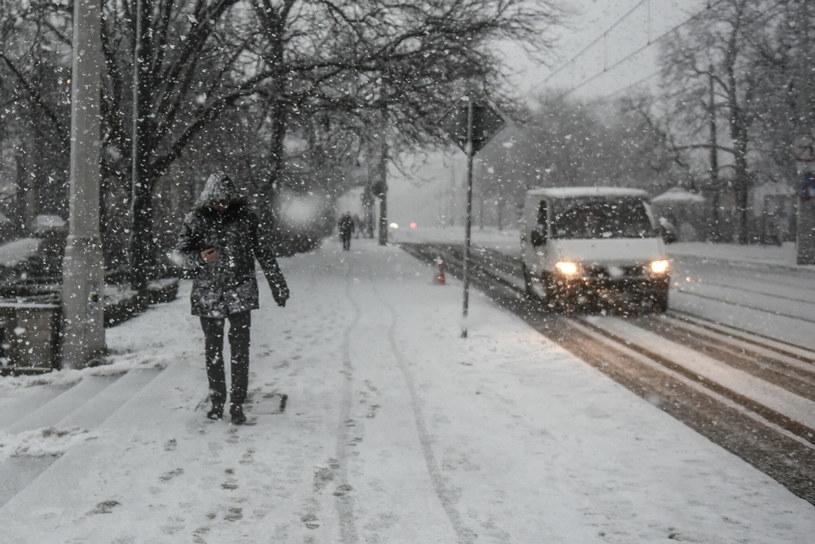 Najbliższa noc będzie pochmurna z przelotnymi opadami deszczu, deszczu ze śniegiem, a miejscami śniegu /Lukasz Gdak/Polska Press/East News /East News