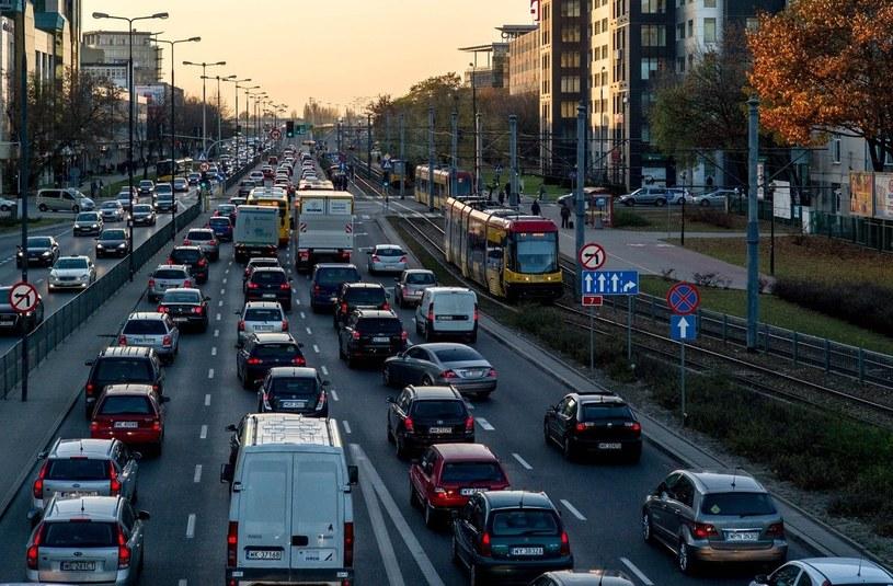 Najbliższy weekend w Warszawie będzie wyjątkowo uciążliwy dla kierowców /Andrzej Iwańczuk /Reporter