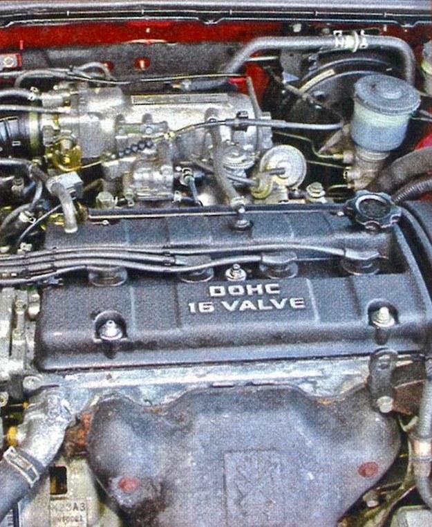 Najczęściej spotykane silniki mają moc 115 KM (1.8 i 2.0). Lepsze osiągi zapewniają jednostki 2.3 (158 KM) i doładowany silnik 2.0 (200 KM). Jedyny diesel ma 2,0 l pojemności i 105 KM. /Motor