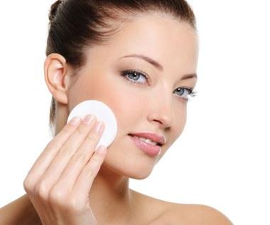 Najczęstsze błędy podczas mycia twarzy, które niszczą skórę