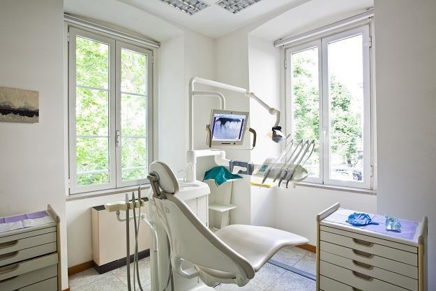 Najczęstszym powodem unikania wizyt u dentysty jest brak pieniędzy /©123RF/PICSEL
