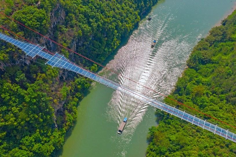 Najdłuższy szklany most na świecie został otworzony nad rzeką Lianjiang /materiały prasowe