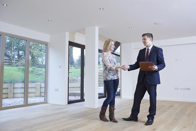 Najemcy mieszkań mają coraz większe wymagania i przebierają w ofertach /©123RF/PICSEL