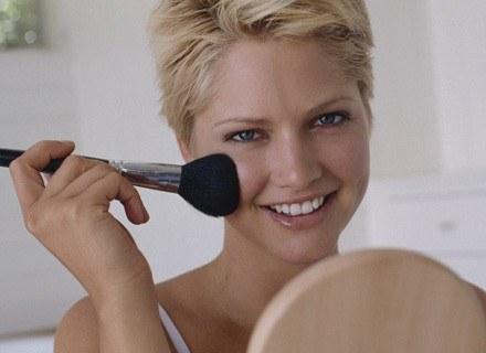 Najładniej będziesz wyglądała z wypoczętą, lekko opaloną twarzą /ThetaXstock