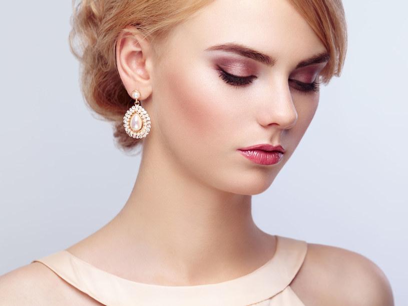Najłatwiejszym sposobem dopasowania makijażu jest wybór koloru, który naturalnie występuje na twojej twarzy /123RF/PICSEL