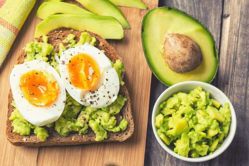 Najlepiej jeść nie więcej niż jedno jajko dziennie /123RF/PICSEL