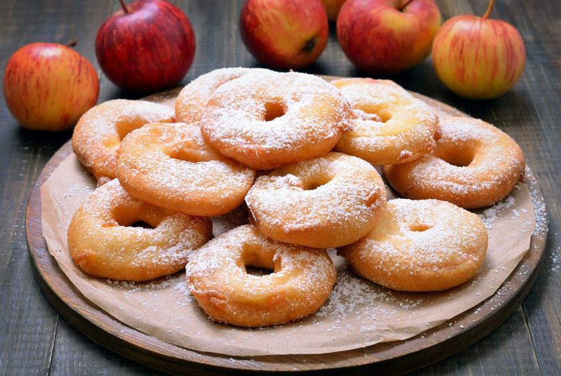 Najlepiej smakują posypane cukrem pudrem /123RF/PICSEL